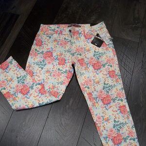 Moto Denim stretchy Capri Jeans Coral Floral Sz 28